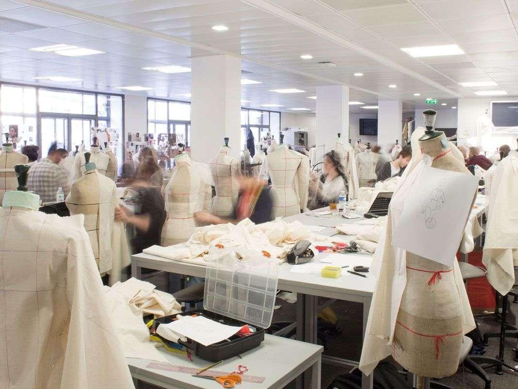 گارگاه دانشگاه مد   Ecole de la Chambre Syndicale de Couture