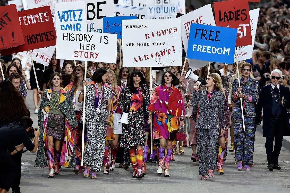 فمنیسم - فمینیست - سارک - لباس زنانه - کارا دلوینگ