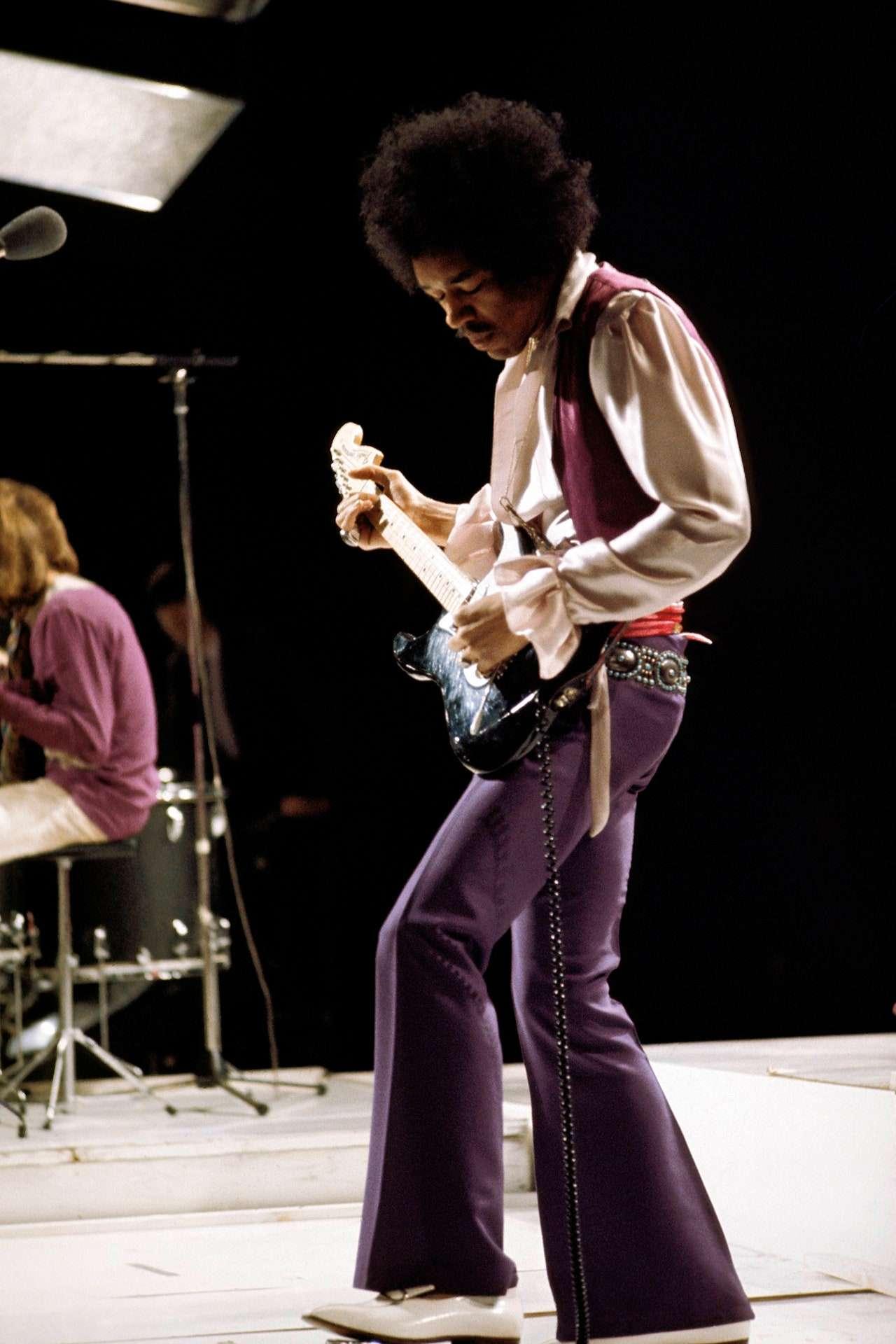jimi Hendrix با شلوار فاق کوتاه