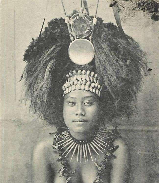 سرپوش دختر یک رئیس قبیله در ساموآ}